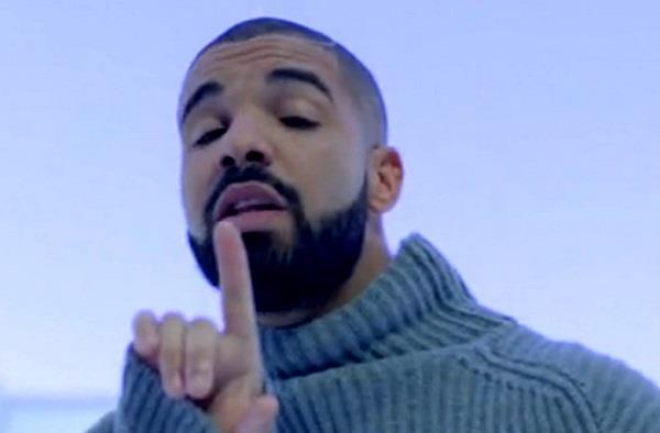 Drake balla nel video di Hotline Bling