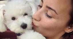 Demi Lovato bacia il suo cane Buddy