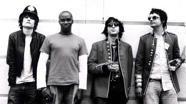 John Hassall, Gary Powell, Carl Barat e Pete Doherty dei Libertines