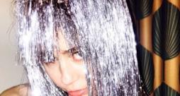 Miley Cyrus tra topless e canne al Miami Art Basel 2014