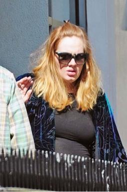 Adele col pancione