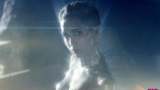 Miley Cyrus nuda e glitterata nel video Real and True di Future