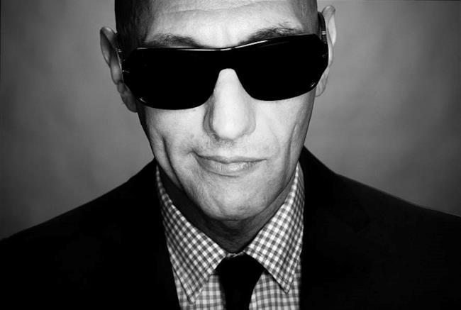 Giuliano Palma con occhiali da sole