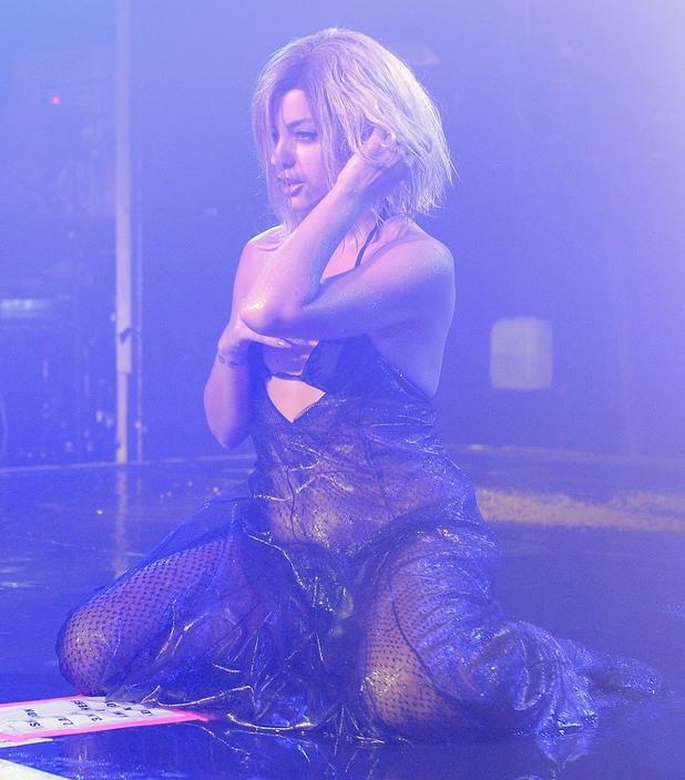 Lily Allen vestita come Beyoncé