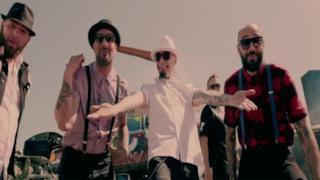 BoomDaBash e J-Ax nel video Il solito italiano