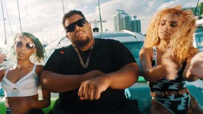 Carnage nel video di Bricks