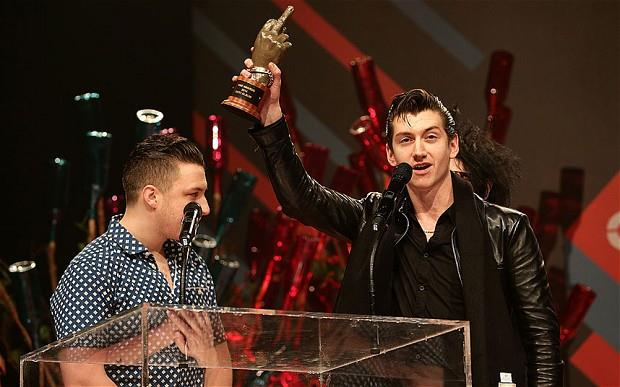 Arctic Monkeys agli NME Awards 2014