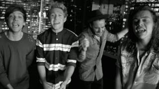 Gli One Direction nel video ufficiale di Perfect