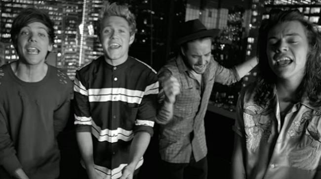Gli One Direction nel video ufficiale di Perfect