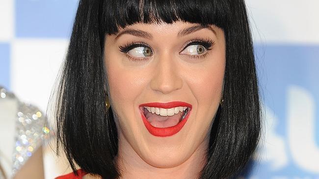 Katy Perry con espressione sorpresa