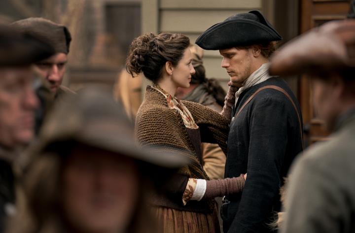 Claire e Jamie tra la gente
