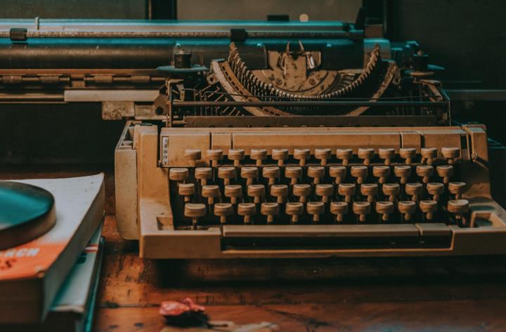 una macchina da scrivere
