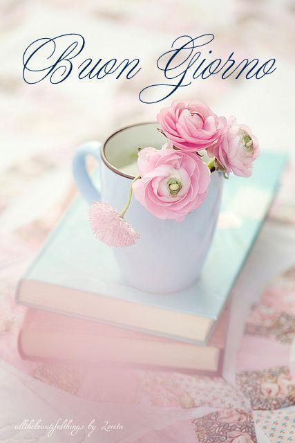 Un libro con dei fiori
