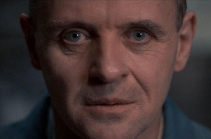 Anthony Hopkins in una scena del film Hannibal