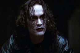 Una scena dal film Il Corvo