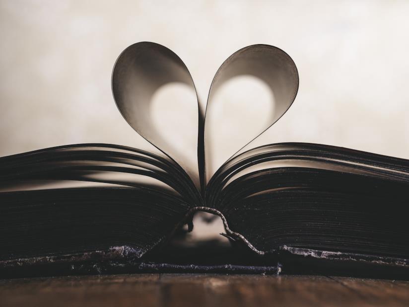 Pagine del libro a forma di cuore