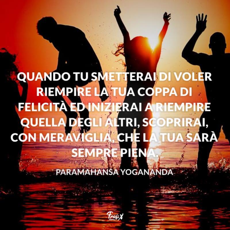 Immagine con citazione yogananda per frasi sulla spensieratezza e felicità
