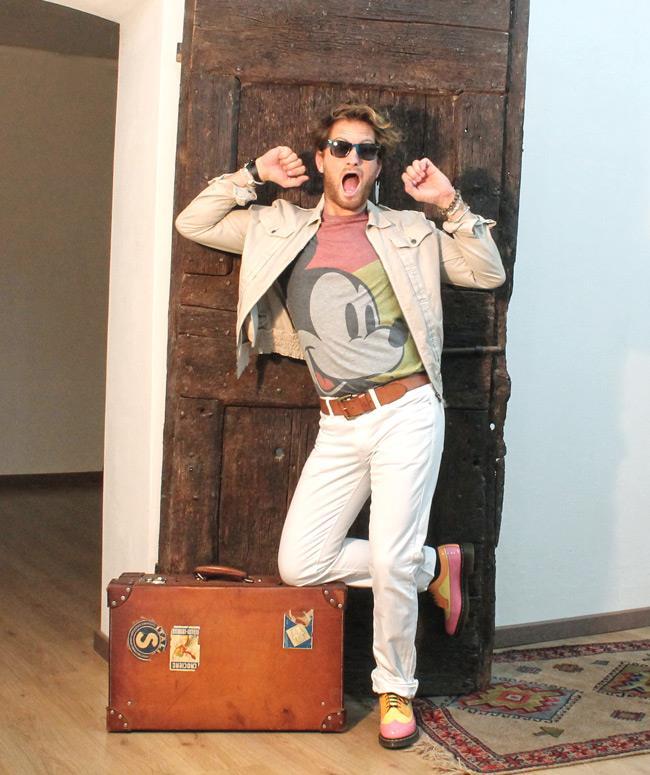 Pantaloni Levi's, maglia di ASOS, giacca di Neil Barret e Ray Ban wayfarer
