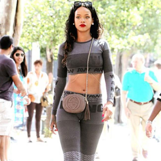 Rihanna indossa i capi di Alexander Wang collezione H&M, 2014