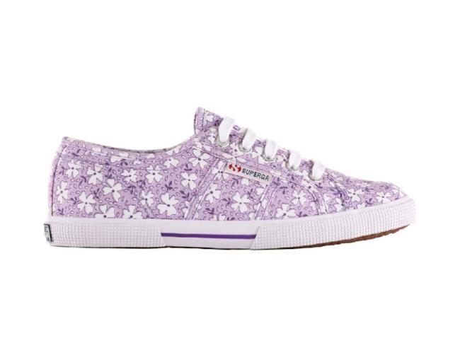 Superga sneakers con fantasia a fiori viola e bianchi con suola classica di gomma