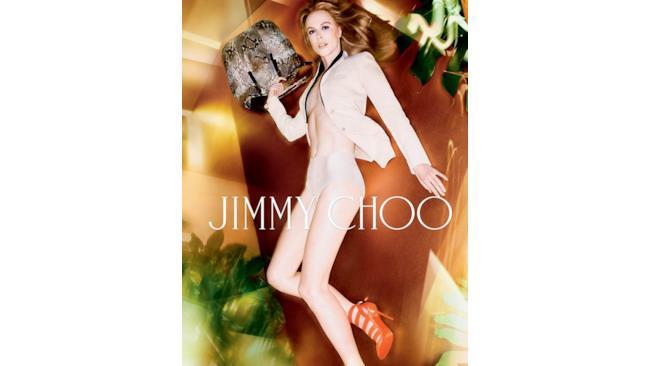 Nicole posa con la bag di Jimmy Choo per la nuova campagna