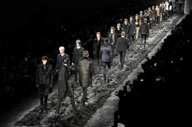Fendi fa sfilare un uomo in fur coat mood per la Milano Fashion Week