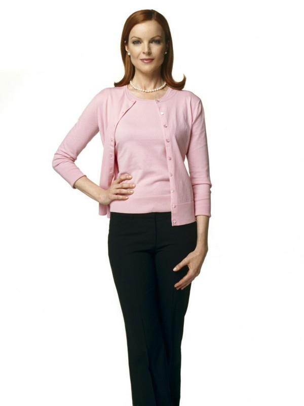 Twin-set rosa indossato dalla protagonista di Desperate Housewife