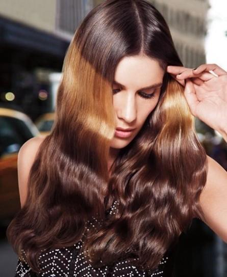 La nuova tendenza per la moda dei capelli è splashlight
