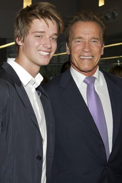 Patrick Schwarzenegger e Arnold Schwarzenegger sul red carpet