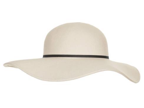 Il cappello a tesa larga per il look di Kim Kardashian per l'estate 2014