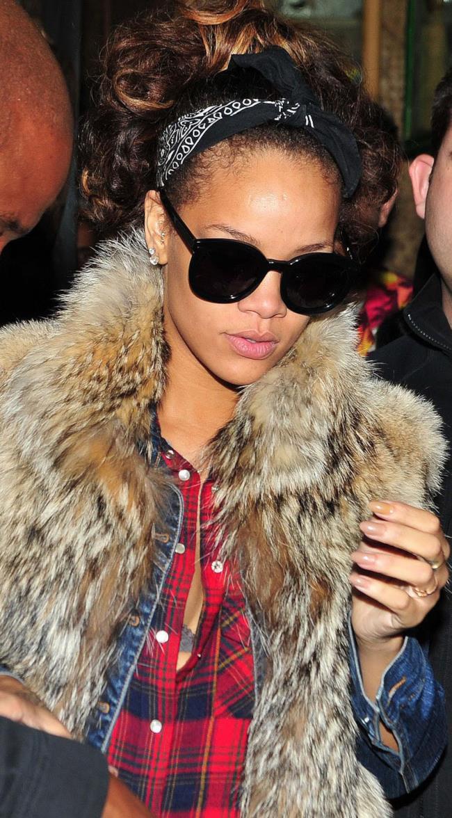 Come mettere la bandana in stile Rihanna