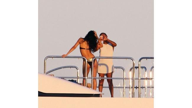 Rihanna è in vacanza in Italia su uno yacht, tutte le foto!