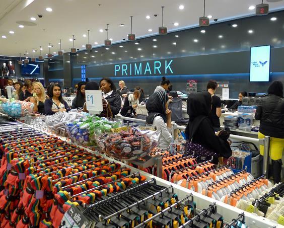 Arriva Primark, catene londinese di abbigliamento low cost