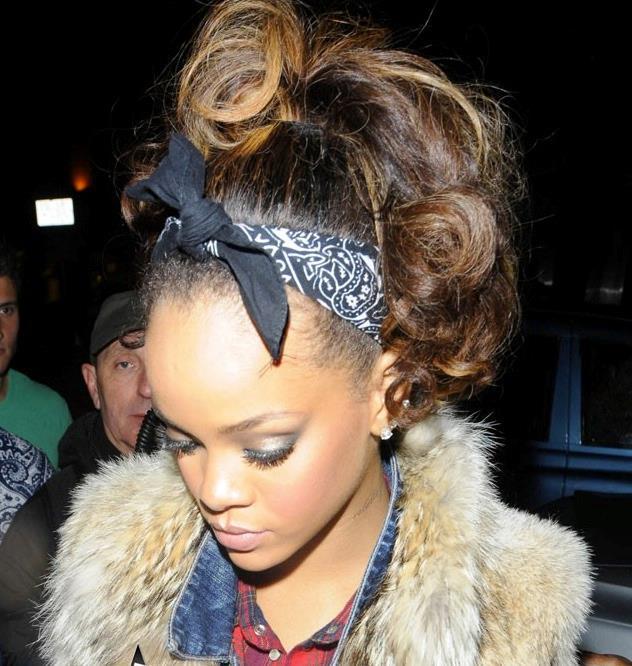 Bandana a fascetta portata come Rihanna