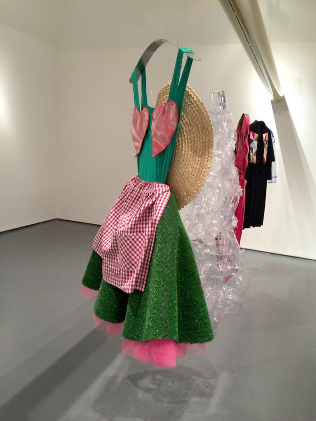 Dettaglio dell'abito di Elio Fiorucci per la mostra
