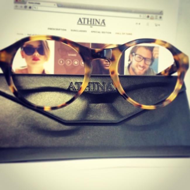 Texture tartarugata per modello Dreamer sia in versione sunglasses che eyewears di Athinà Lux