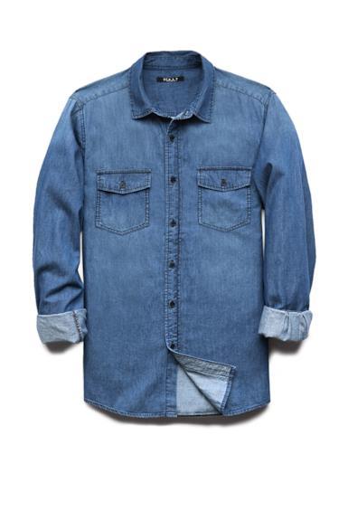 La camicia di Forever 21 è perfetta per avere l'outfit alla Zac Efron style.