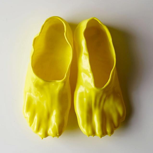 Le classiche FONDUE SLIPPERS ideate e create da Satsuki Ohata