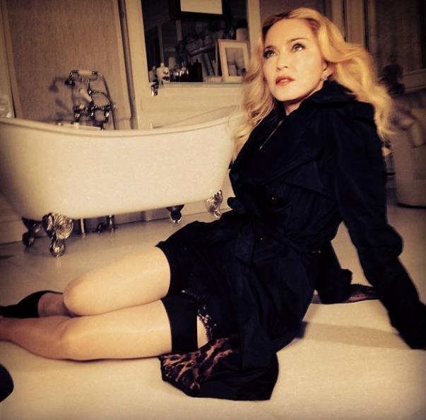 Instagram è fonte di ispirazioni per foto sexy come quella di Madonna