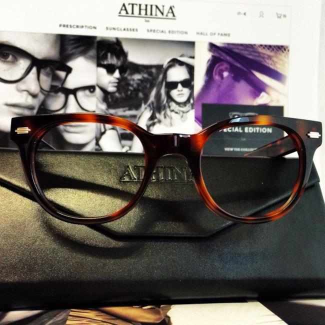 Occhiali da sole e eyewears di Athina' Lux modello Money Maker