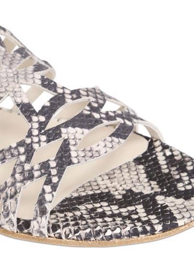 Sandalo Gladiator di Stuart Weitzman in promozione per i saldi estivi 2014  su LUISAVIAROMA 013a926ef5d