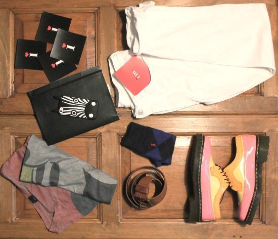 T-shirt di ASOS, scarpe Dr Martens e pantaloni Levi's
