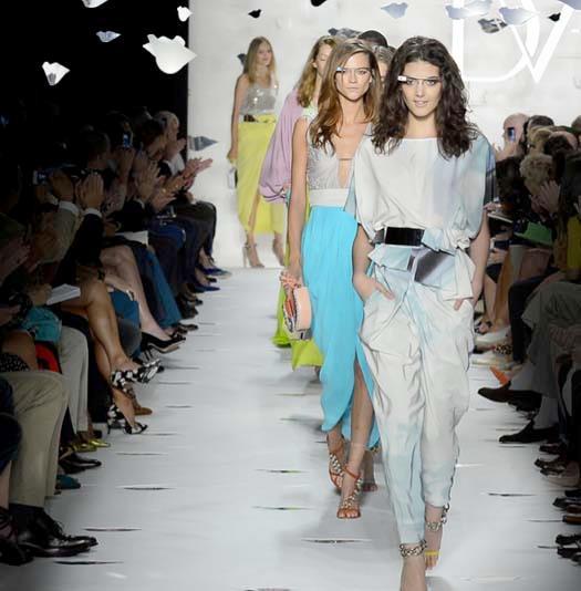 Alla sfilata di Diane Von Furstenberg le modelle indossano i Google Glass