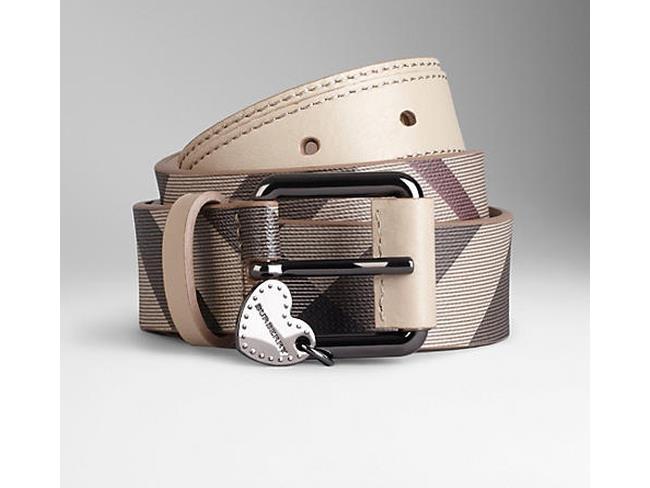 Burberry cintura con charm a forma di cuore per San Valentino 2014