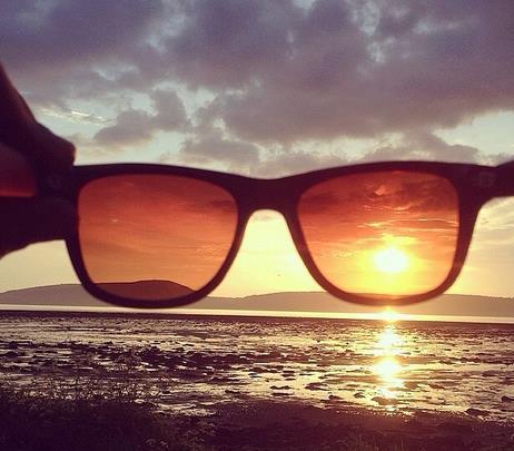 Gli occhiali da sole che simulano i filtri di Instagram