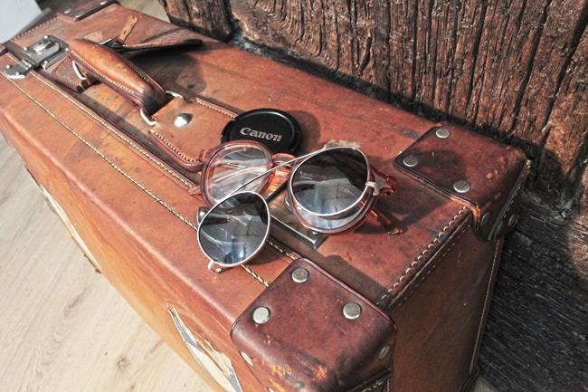 Camera Canon e occhiali ASOS vintage