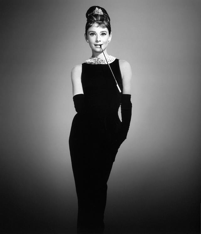 Audrey Hepburn con il tubino di Chanel