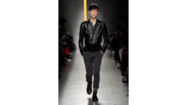 Sfila Bottaga Veneta per un uomo elegante e raffinato durante la Milano Fashion Week 2014