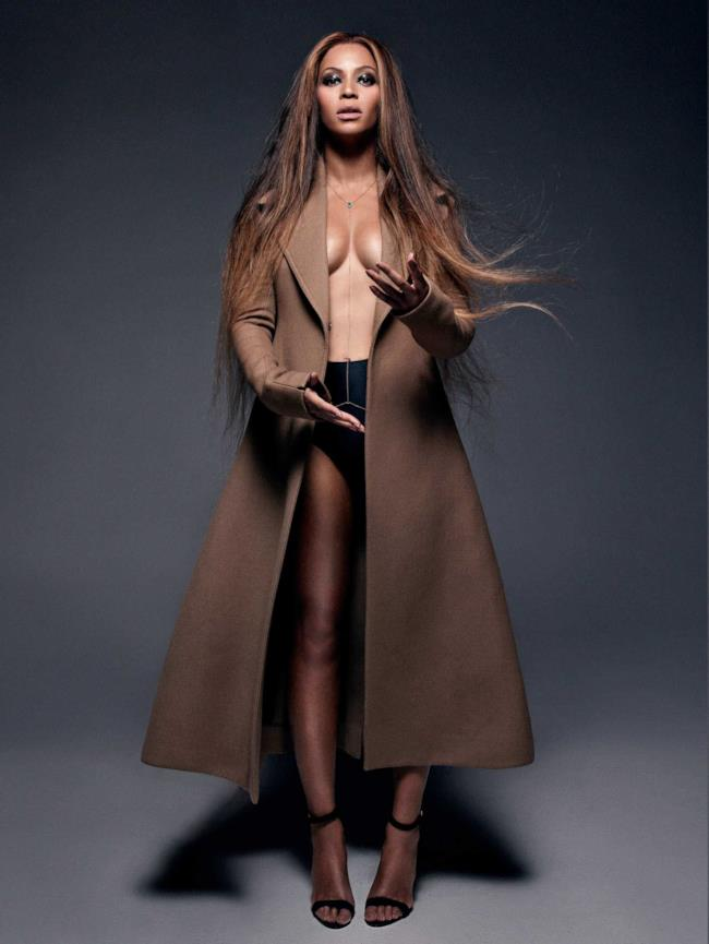 Beyoncé posa per CR Fashion Book