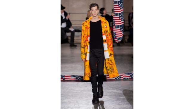 Una collezione accattivante quella di Simons e Ruby per la Paris Fashione Week 2014